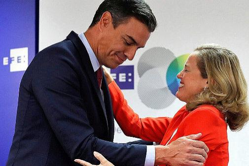 Pedro Sánchez y la ministra de Economía en funciones, Nadia...