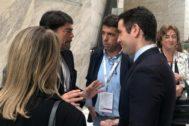 Luis Barcala y Carlos Mazón, junto con De Egea, ayer en Madrid.