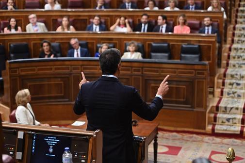 Pedro Sánchez responde al líder del PP, Pablo Casado, en la última...