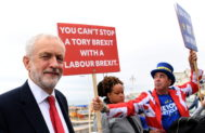 <HIT>Brighton</HIT> (United Kingdom).- Labour Party leader Jeremy Corbyn (L) departs the Andrew Marr Show next to Pro EU campaigner Steve Bray (R) on the second day of the Labour Party Conference in <HIT>Brighton</HIT>, Britain, 22 September 2019. The Labour Party Conference runs from 21 to 25 September. (Reino Unido) EPA/