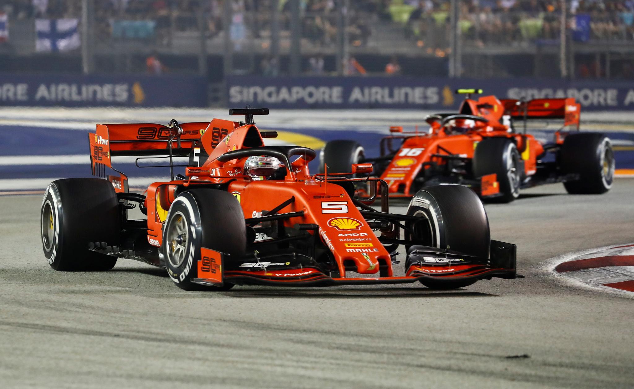 Vettel arrebata el triunfo a Leclerc en el doblete más controvertido de Ferrari