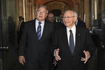 El ex presidente de la Cámara de Comercio de Barcelona Miguel Valls (dcha.), acompañado de Josep Bou.