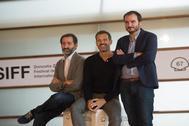 Jon Garaño, José María Goenaga y Aitor Arregi, este domingo en San Sebsstián.