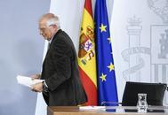 Josep Borrell abandona la rueda de prensa tras un Consejo de Ministros del pasado marzo.