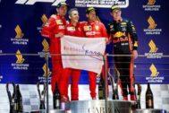 Rueda, en el podio de Singapur, junto a Vettel, Leclerc y Verstappen.