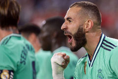 Real Madrid's French forward Karim <HIT>Benzema</HIT> celebrates his goal during the Spanish league football match between Sevilla FC and Real Madrid CF at the Ramon Sanchez Pizjuan stadium in Seville on September 22, 2019. (Photo by CRISTINA QUICLER / AFP)