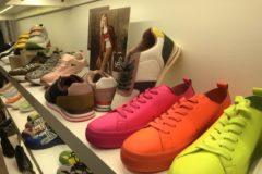 Propuestas de la marca Yokono, que combina su calzado más clásico con modelos más arriesgados y 'sneakers'.