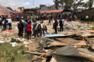 Nairobi (<HIT>Kenya</HIT>).- Emergency workers at the site where a school building collapsed, in Nairobi, <HIT>Kenya</HIT>, 23 September 2019. According to reports, at least seven primary school children were killed when a classroom structure collapsed in Nairobi. (Kenia) EPA/