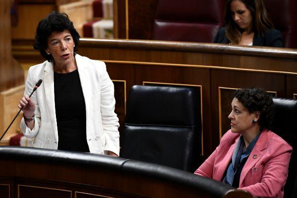 Isabel Celaá, ministra de Educación en funciones y portavoz, y la...