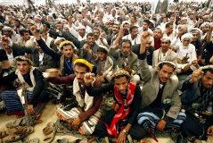 Reunión de los rebeldes del movimiento yemení Ansar Alá que lanzan drones con bombas a las plataformas petrolíferas.