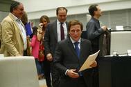 El alcalde de Madrid, José Luis Martínez-Almeida, en el Pleno del Ayuntamiento