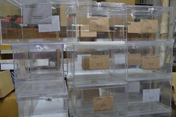 Urnas preparadas para unas elecciones generales.