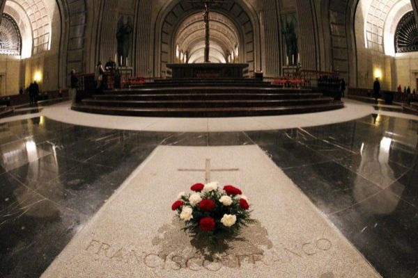 Sepultura de Franco en el interior de la Basílica del Valle de los...