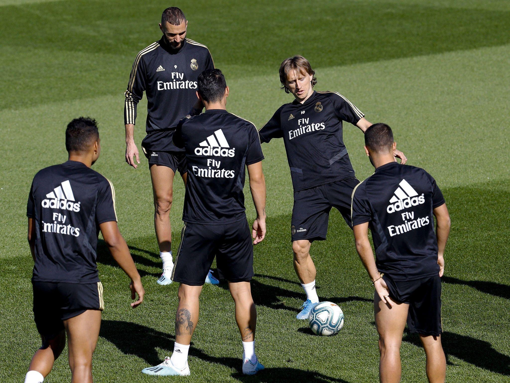 GRAF7709. MADRID.- Los jugadores del Real Madrid Karim Benzema (2i) y...