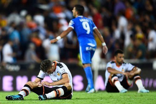Paulista y Coquelin se lamentan en el césped del empate ante el Getafe.