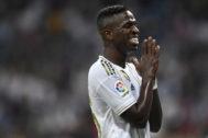 Vinicius Junior celebra el gol que marcó a Osasuna,
