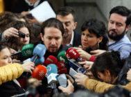 Pablo Iglesias y Teresa Rodríguez hacen declaraciones a los medios en el Congreso, el pasado octubre.