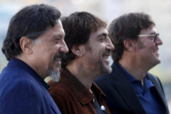 """Carlos y Javier Bardem junto al director Álvaro Fernández Longoria antes de presentar el documental """"Santuario""""."""