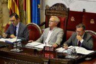 Momento del pleno del Ayuntamiento de Valencia, ayer, con el alcalde Ribó presidiendo el acto.