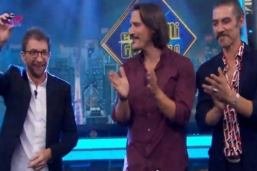 Pablo Motos, Sergio Peris-Mencheta y Óscar Jaenada dan el premio en...