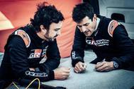Alonso junto a Marc Coma.