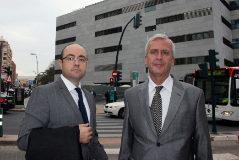 El abogado Demetrio Carmona (a la derecha), junto a su letrado, en una foto tomada en 2016.