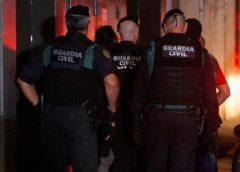 Agentes de la Guardia Civil, en un momento de la operación contra los CDR, el pasado 23 de septiembre.