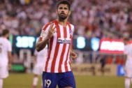 Costa festeja uno de sus goles al Madrid en Nueva Jersey.
