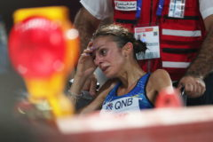 Doha (Qatar).- Giovanna Epis of Italy receives medical attention during the women's Marathon race at the IAAF World Athletics Championships 2019 in Doha, Qatar, 28 September 2019. (Mundial de Atletismo, <HIT>Maratón</HIT>, Italia, Catar) EPA/