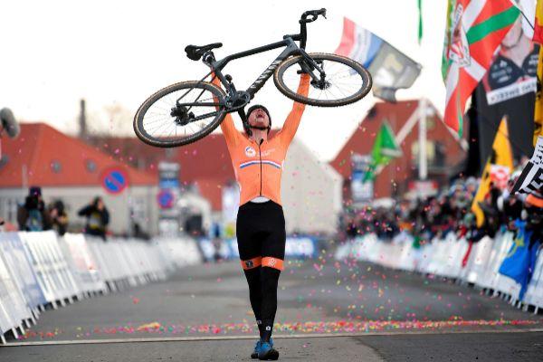 2019 UCI Cyclo-cross World Championships - Men's Elite race in...