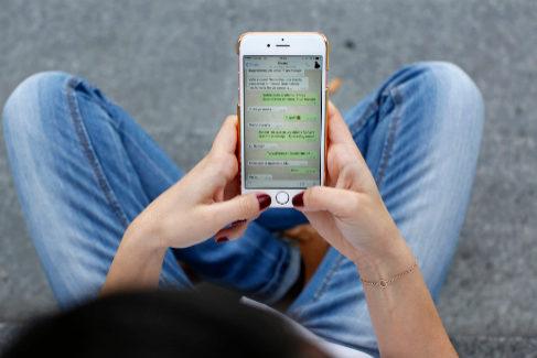 Por qué tu WhatsApp no es siempre privado: todos los riesgos legales de lo que escribes en la app