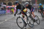 Alejandro Valverde (izda), durante la prueba en ruta del Mundial.