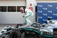 El lío de Ferrari despeja el triunfo de Hamilton, a un paso de su sexta corona