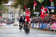 London (United Kingdom).- Mads <HIT>Pedersen</HIT> of Denmark celebrates winning the Elite Men's Road Race during the UCI Road Cycling World championships in Harrogate, Britain. 29 September 2019. (Ciclismo, Dinamarca, Reino Unido) EPA/