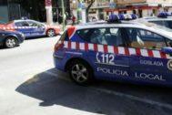 Coches de la Policía Local de Coslada frente a la sede municipal.