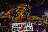 Banderas independentistas en el Camp Nou.