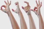 En la imagen, la palabra SEXO en lenguaje de signos, en juego de manos.