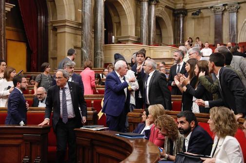 Tensión en el último pleno del Parlament donde se votó la...