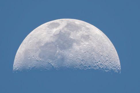 10. La Luna durante el día, Rafael Ruiz (España)