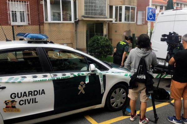 La Guardia Civil inspecciona la casa donde vivía la pareja de Castro...