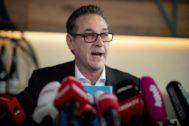 Heinz-Christian Strache, en la rueda de prensa de hoy, en Viena.