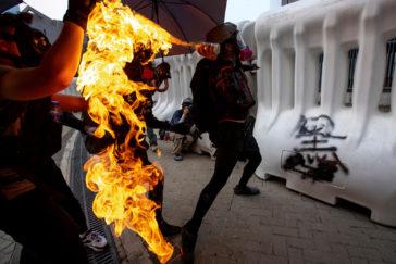 "Arde Hong Kong  mientras Xi exhibe músculo militar: ""Ninguna fuerza podrá parar a China"""