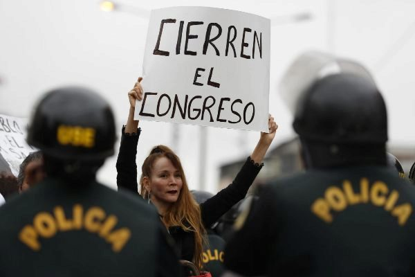 -FOTODELDIA- AME3967. LIMA (<HIT>PERÚ</HIT>), 30/09/2019.- Ciudadanos...