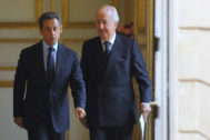 France's President Nicolas <HIT>Sarkozy</HIT> (L) and Edouard Balladur (R), former French Prime Minister and President of the Georges Pompidou Association, walk to attend a ceremony to commemorate the 100th anniversary of the birth of late French President Georges Pompidou, at the Elysee Palace in Paris June 22, 2011. REUTERS/Philippe Wojazer (FRANCE - Tags: ANNIVERSARY POLITICS) - PM1E76M11JA01