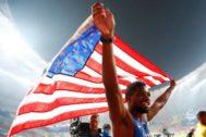 Doha (Qatar).- Gold medalist <HIT>Noah</HIT> <HIT>Lyles</HIT> of the USA celebrates after the men's 200m final at the IAAF World Athletics Championships 2019 at the Khalifa Stadium in Doha, Qatar, 01 October 2019. (Mundial de Atletismo, 200 metros, Estados Unidos, Catar) EPA/