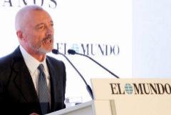 El periodista Arturo Pérez-Reverte, en un momento de su discurso, con motivo del 30 aniversario de EL MUNDO, este martes, en Madrid.