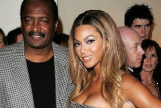 El padre de Beyoncé, Mathew Knowles, revela que tiene un cáncer de pecho