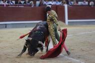 Tomás Rufo entra con un novillo de Alcurrucén en el festival de Bilbao