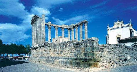 El pasado romano de Évora está presente en muchos rincones.