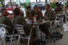 """Pide que """"no se critique a toda la Legión"""" por la foto de los que estaban en un bar con las armas"""